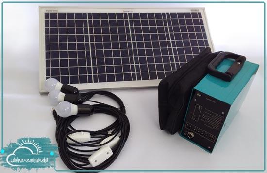 پکیج برق خورشیدی 30 وات رساما - قابل حمل و دارای سه عدد لامپ سه وات - فروشگاه هورآیش